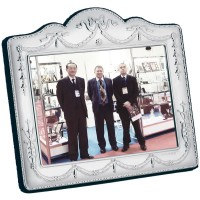 FR637   Victorian Style Photo Frame With Velvet Back 13cm x 9cm Sterling Silver Ari D Norman