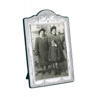 FR617   Victorian Style Photo Frame With Velvet Back 9cm x 13cm Sterling Silver Ari D Norman